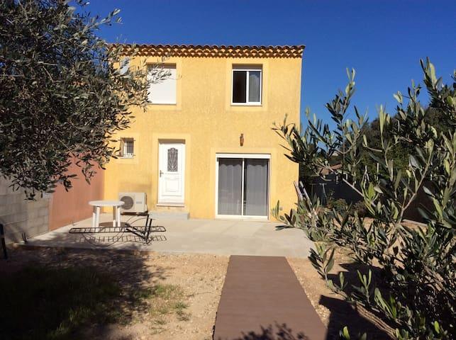 Maison idealement située au calme - Pouzilhac - Huis