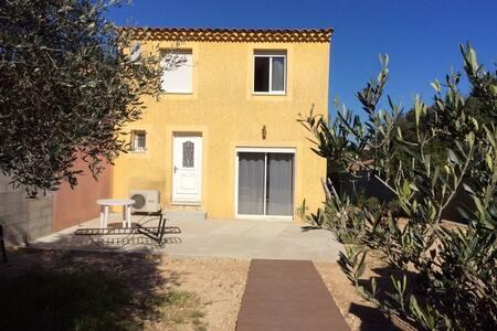 Maison idealement située au calme - Pouzilhac - Haus
