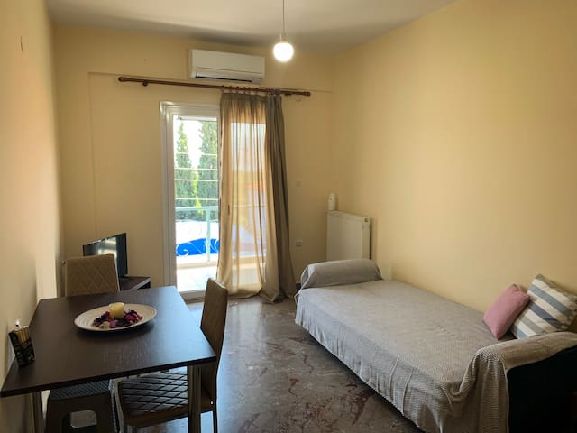 One Bedroom Apartment - 5 Mins Walk from the Beach