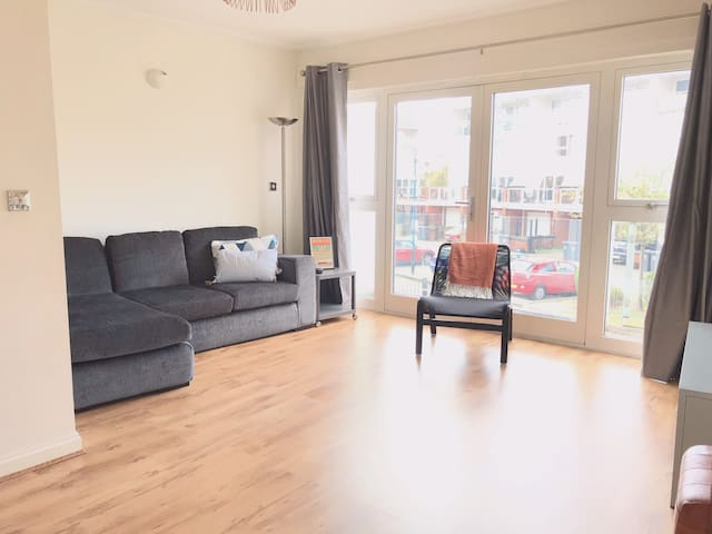 ⚡️Central Cardiff with free parking - sleeps 7