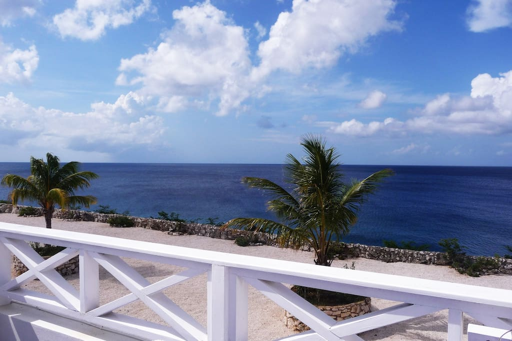 Unobstructed seaviews from balcony