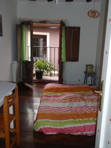 I rent a room in old town - Pamplona - Appartement