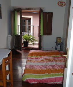 I rent a room in old town - Pamplona