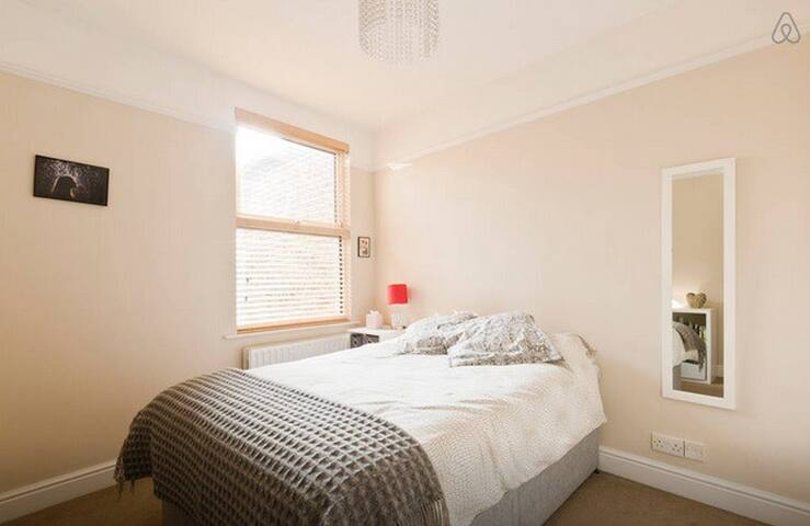 Big Bright Room in W12 - Ideal for longer stays - 倫敦 - 公寓