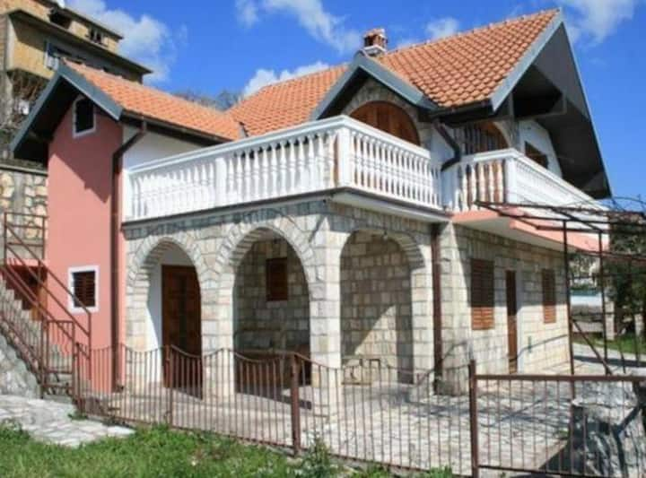Cozy house with sea view in Kruce