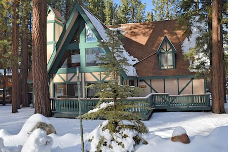 Swiss Hydaway: Walk to Snow Summit! Spa! Foosball! - Big Bear Lake
