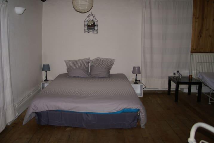 chambre  dans maison ancienne - Vienne - House