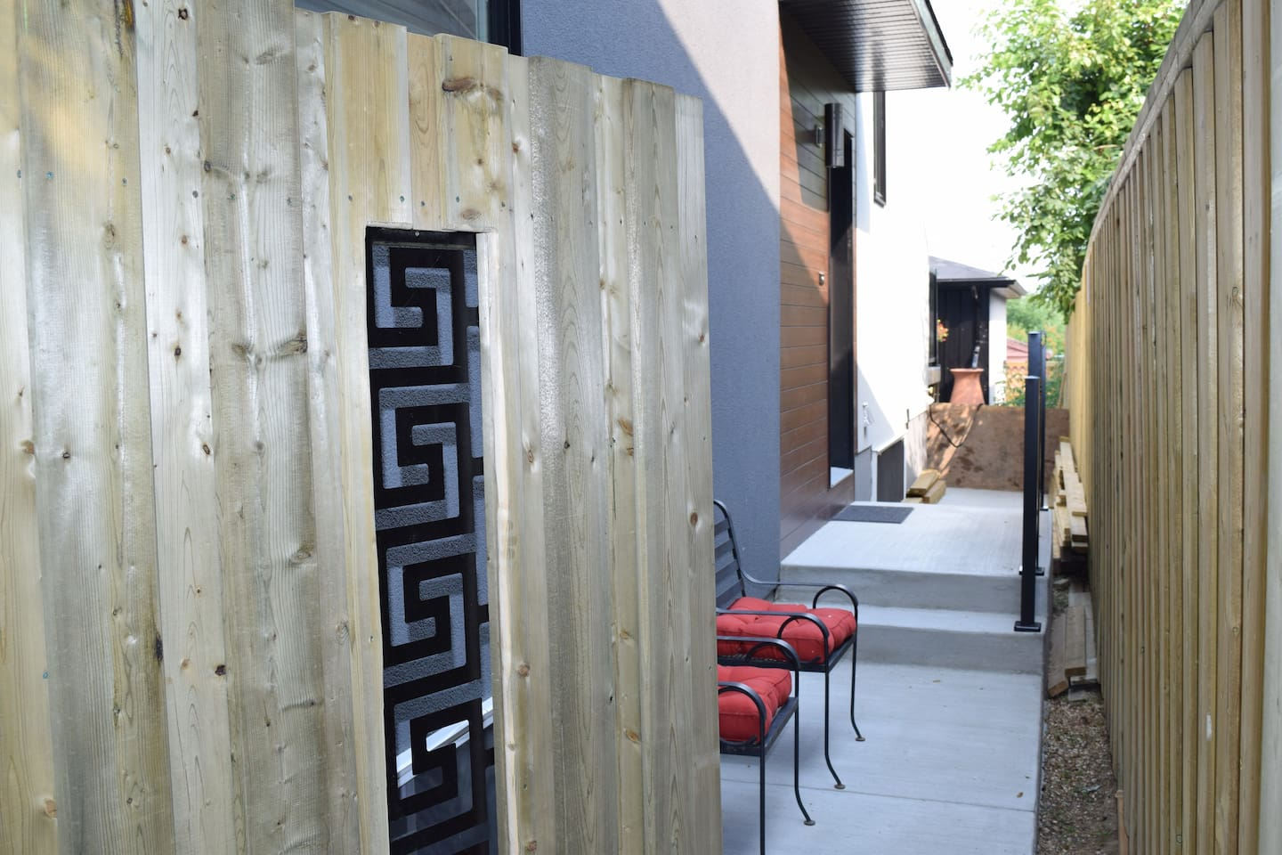 Private side entrance to suite, facing back yard
