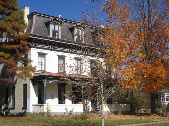 Gracious Old Home (Thomas More Rm.)