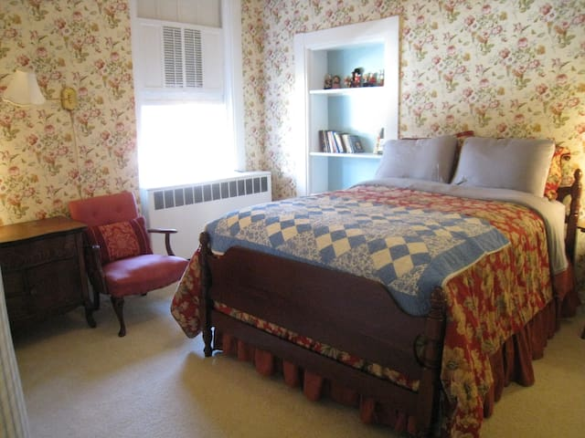 The Thomas More Room is ideal for a single traveler.