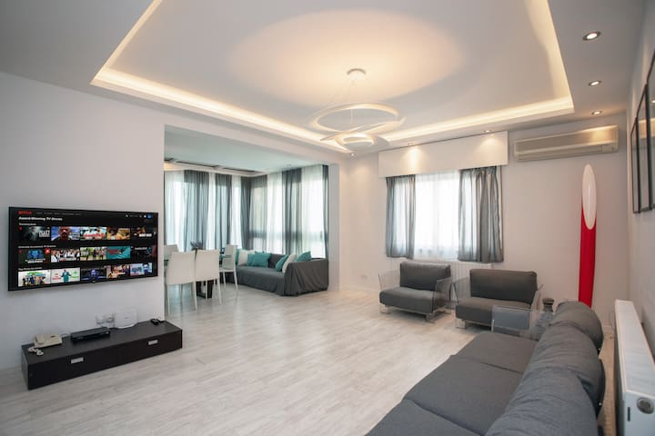 Mayra Seafront Luxury Apartment (BREAKBOOKING-CY)
