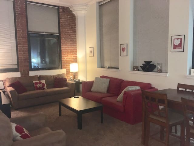 Downtown 2 BR - Entire Apt & Free Garage Parking! - Cincinnati