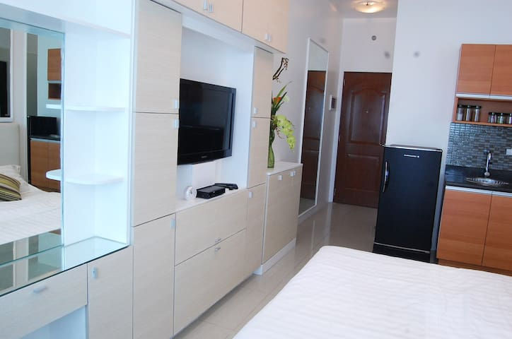 LowerPenthouse Makati CBD Hi-speed internet LP218