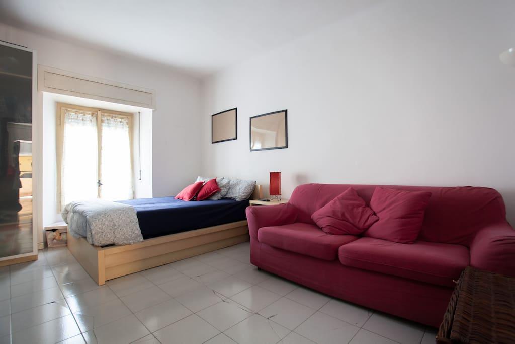 Luminosa e comoda camera da letto