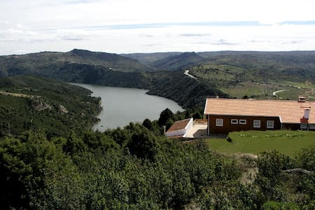Rio Douro aos pés, natureza embalar - Bemposta