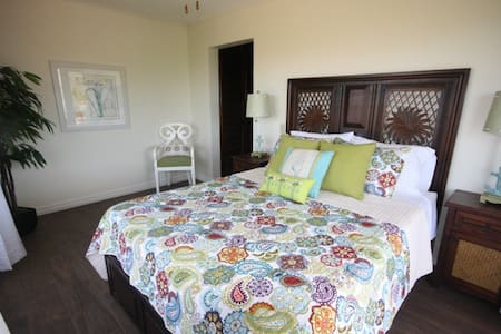 Views from every room in this second floor condo! Relax at the pool with nice views or take a short stroll to Flamingo beach for those morning walks and evening sunsets. No need for a rental vehicle as you can walk to all the restaurants and beaches.