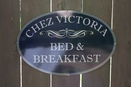 Chez Victoria Bed & Breakfast - Bed & Breakfast