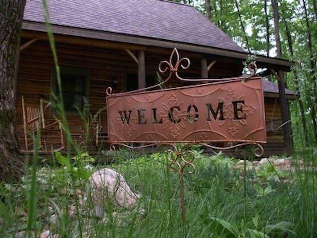 Log Cabin Homestead - Rhinelander - 통나무집