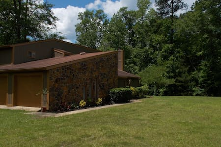 Trojan Lodge-  Private Vacation  on  a Wooded Lot - Troy