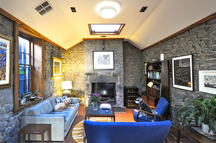 The Bluestone Cottage in Fab Fitzroy - Fitzroy - House