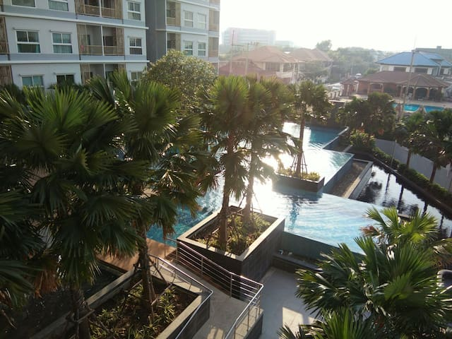 The privacy relaxing swimming pool - เมืองพัทยา - Apartment
