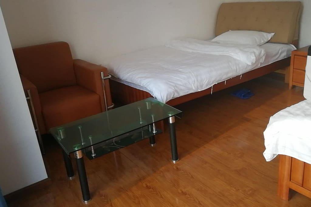 1号卧室入户效果