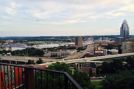 1BR condo with panoramic city view - Cincinnati