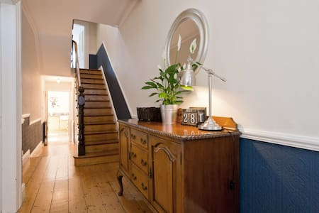 Bright Victorian 3BD Home w Garden - Harold's Cross - House