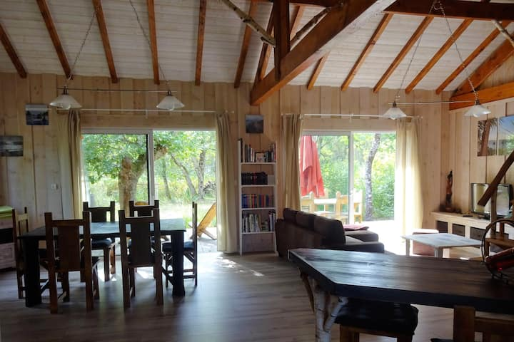 Maison bois Naujac proche océan, grande terrasse