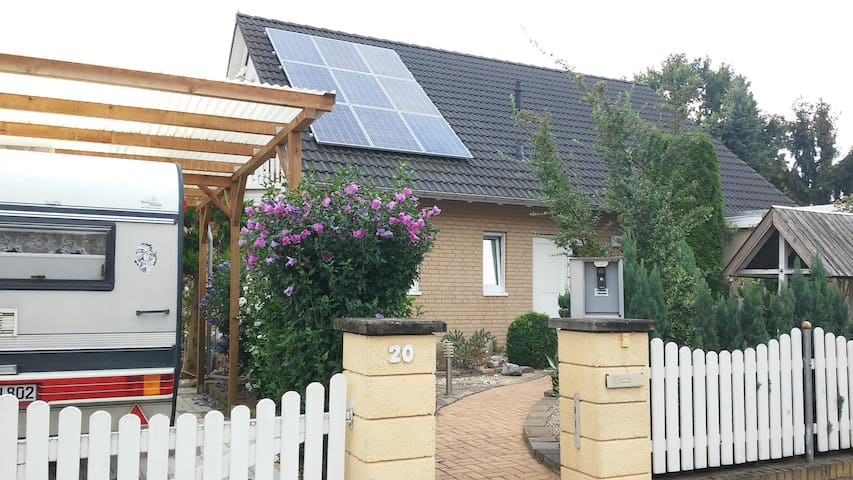 Privat room in Berlins outskirts - Altlandsberg - Huis