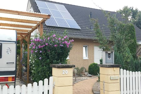 Privat room in Berlins outskirts - Altlandsberg - Casa