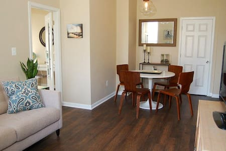Stylish Flat in Historic Fell's Point with Parking - Baltimore