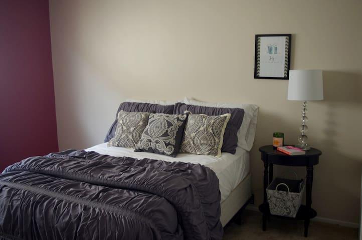 Charming Bedroom In Culver City