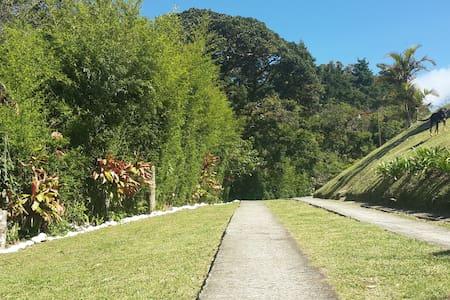 Rodeada de hermosa naturaleza y rio - San Isidro