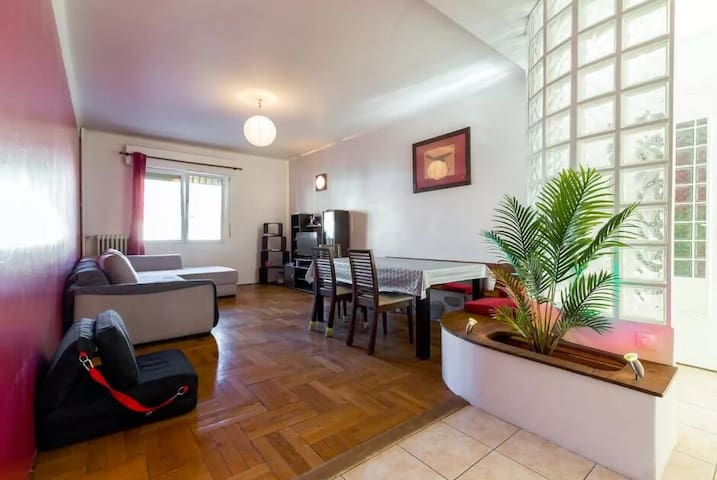 Quiet room, 5 min to the sea - Niza - Apartamento