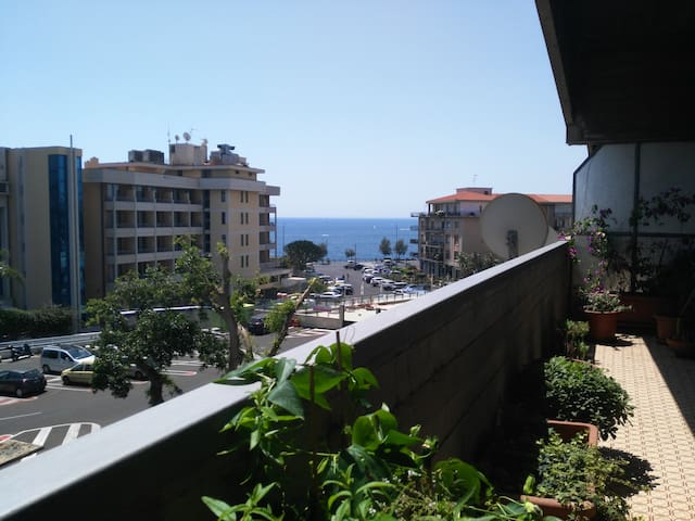 Alberto's seafront apartment - Catania - Apartment
