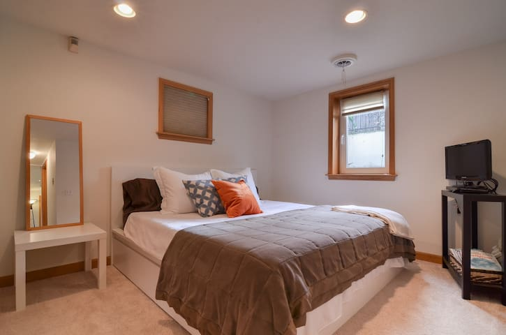 Suite on the Ridge - Seattle - Apartment