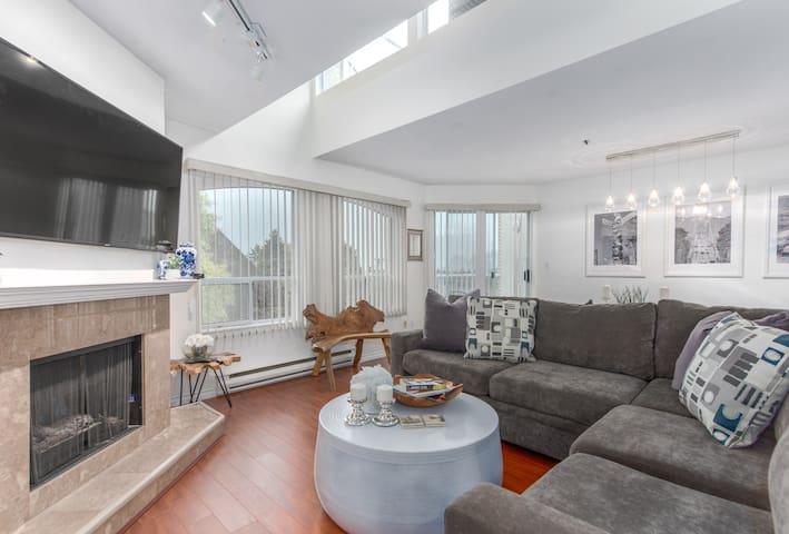 3 Bed Townhouse w Priv Rooftop (min 30 days)