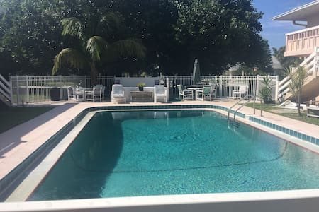 Cozy 2 bd condo 5 min walk to beach - Cape Canaveral  - Departamento