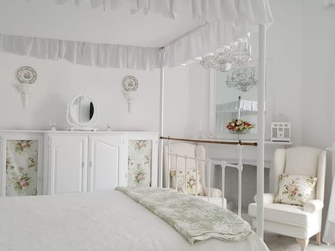 The Rose Room    romantic accommodation
