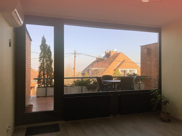 Daisy's Cozy Flat, 3BR, 3bed, AC, Budapest 12dis.
