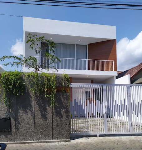 Aster2 Guesthouse (close to city center)