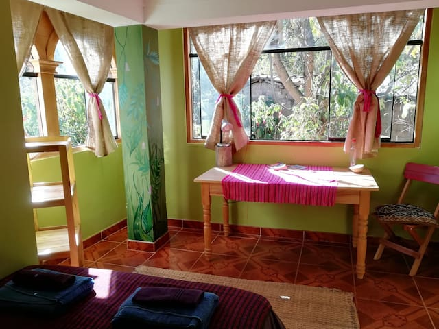 The Green Shipibo room,Cosy Countryside Guesthouse