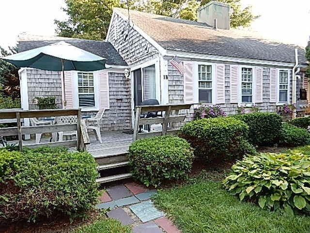 1 bdrm Hyannis cottage w/ pool - Walk to Beach! - Barnstable - Haus