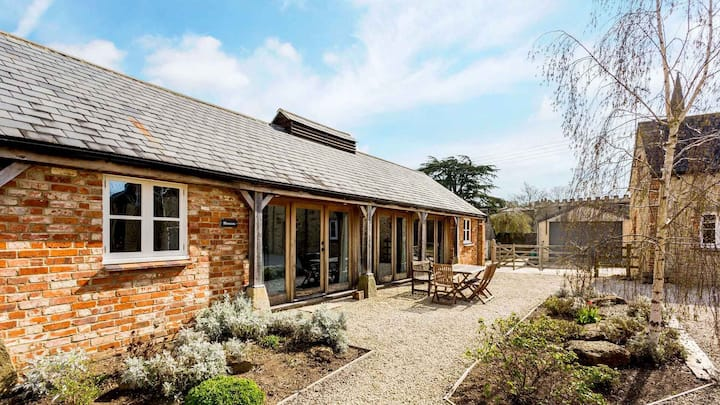 Bright Cotswold Home near Littleworth