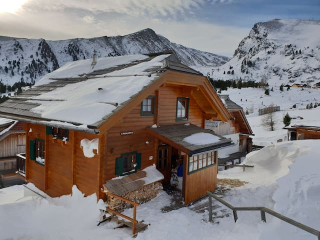 Chalet directly at the slopes!