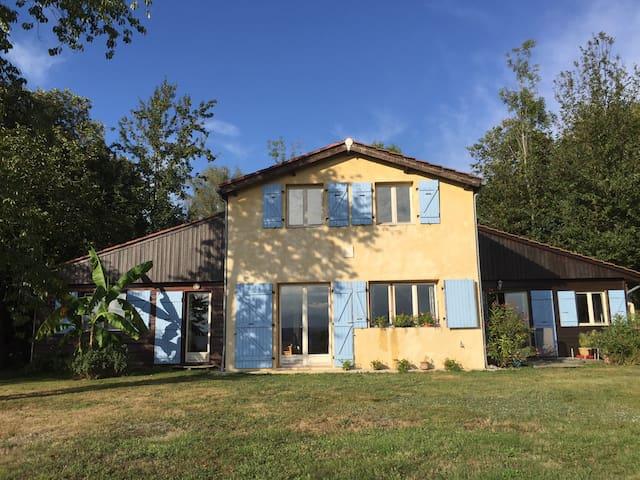 La Claire Tour - Lahitère - Rumah