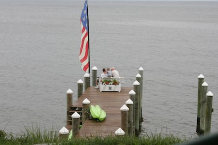 Beautiful Waterfront Home - Tracys Landing