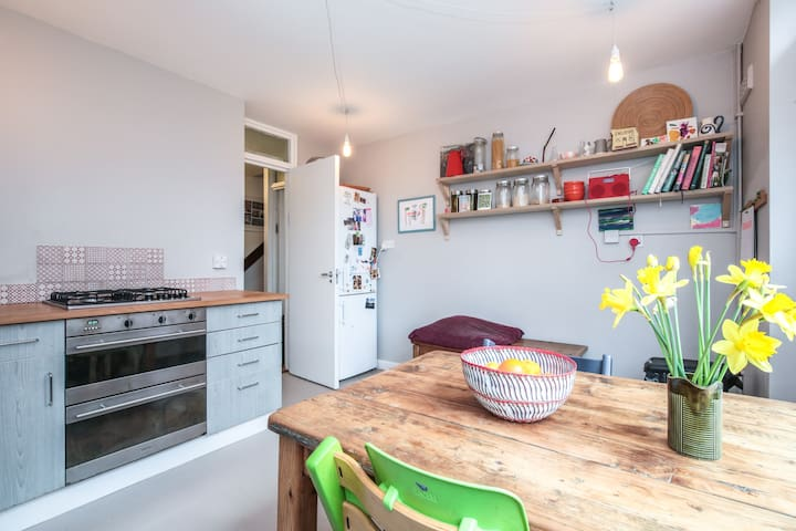 Family-friendly, small 3 bed house