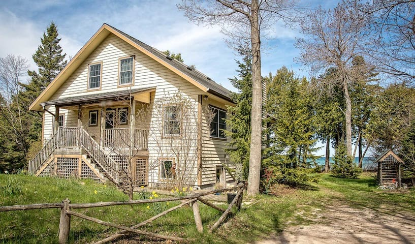 Windwood Cottage - Beaver Island - House